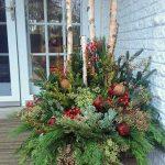 01-outdoor-holiday-planter-ideas-homebnc