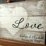 01-rustic-love-wood-signs-ideas-homebnc