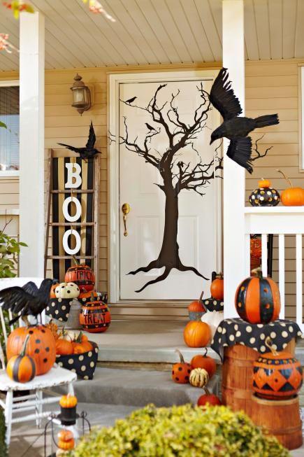 Spooky style door Halloween décor