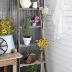 02-rustic-farmhouse-porch-decor-ideas-homebnc