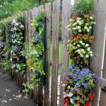 03-garden-fence-decoration-ideas-homebnc