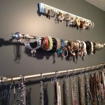03-jewellery-organizer-ideas-homebnc