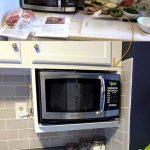 03-kitchen-countertop-ideas-clutter-free-homebnc