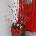 03-outdoor-holiday-planter-ideas-homebnc