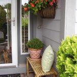 03-porch-wall-decor-ideas-homebnc