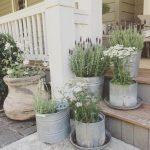04-rustic-farmhouse-porch-decor-ideas-homebnc