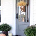 05-farmhouse-front-door-ideas-homebnc