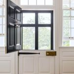 06-farmhouse-front-door-ideas-homebnc