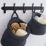 06-hanging-bathroom-storage-ideas-homebnc