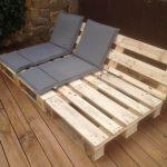 06-outdoor-pallet-furniture-ideas-homebnc