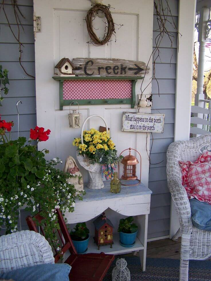 Old Fashioned White Wicker Sitting Area