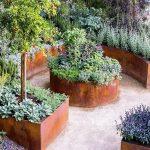 07-built-in-planter-ideas-homebnc