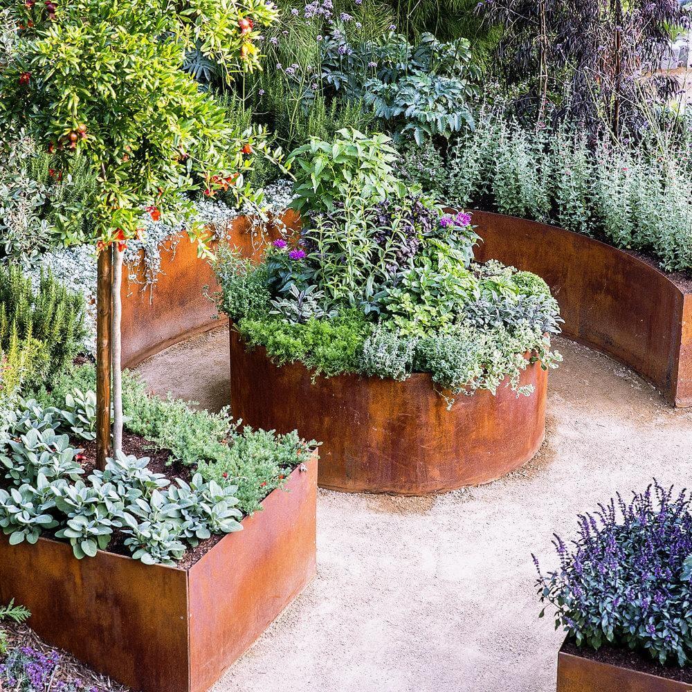 DIY Rusty Metal Garden Planters