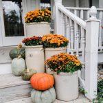 07-farmhouse-fall-decorating-ideas-homebnc