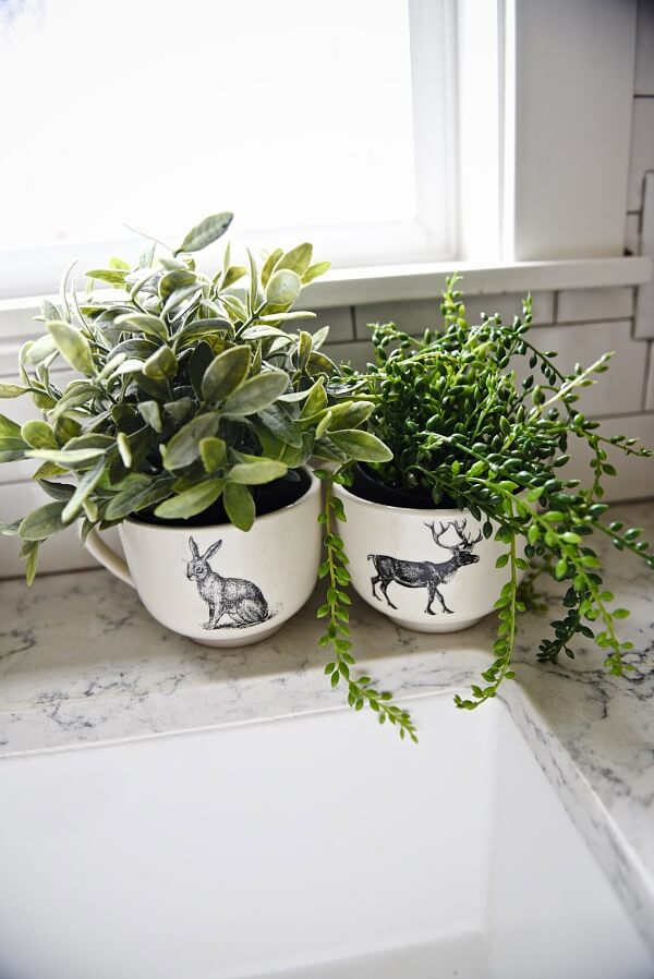 Farmhouse Plant Decor Idea with Mugs