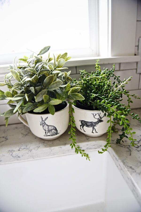 Farmhouse Plant Decor Idea with Mugs
