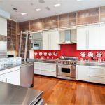 07-lets-go-retro-whith-white-kitchen-cabinets-homebnc