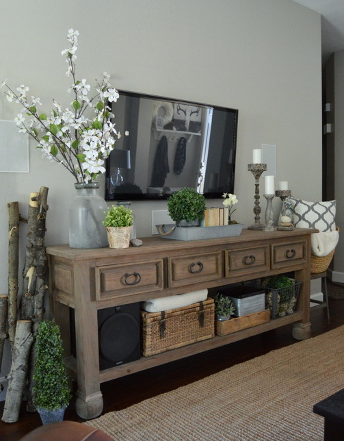 Forestry Decor with a Gentle Chic Touch