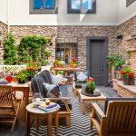 08-boldly-styled-atrium-patio-ideas-homebnc