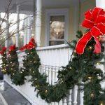 08-christmas-porch-decoration-ideas-homebnc-1