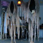 08-cloaked-ghosts-halloween-decor-homebnc