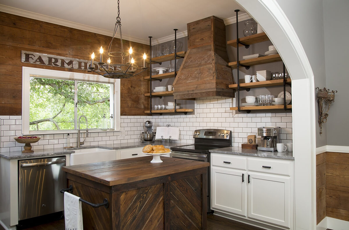 Tuscan and Modern Blended Kitchen Cabinets