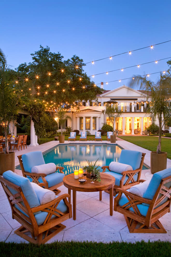 Wonderful Dining Area for Your Poolside