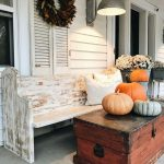 08-porch-wall-decor-ideas-homebnc