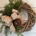 08-rustic-farmhouse-christmas-decor-ideas-homebnc