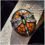 09-diy-garden-mosaic-ideas-homebnc