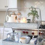 09-farmhouse-style-tray-decor-ideas