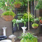 09-outdoor-hanging-planter-ideas-homebnc