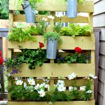 09-take-pallet-gardening-vertical-with-this-simple-design-vertical-gardens-homebnc