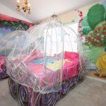 09-twin-hearts-disney-room-ideas-homebnc