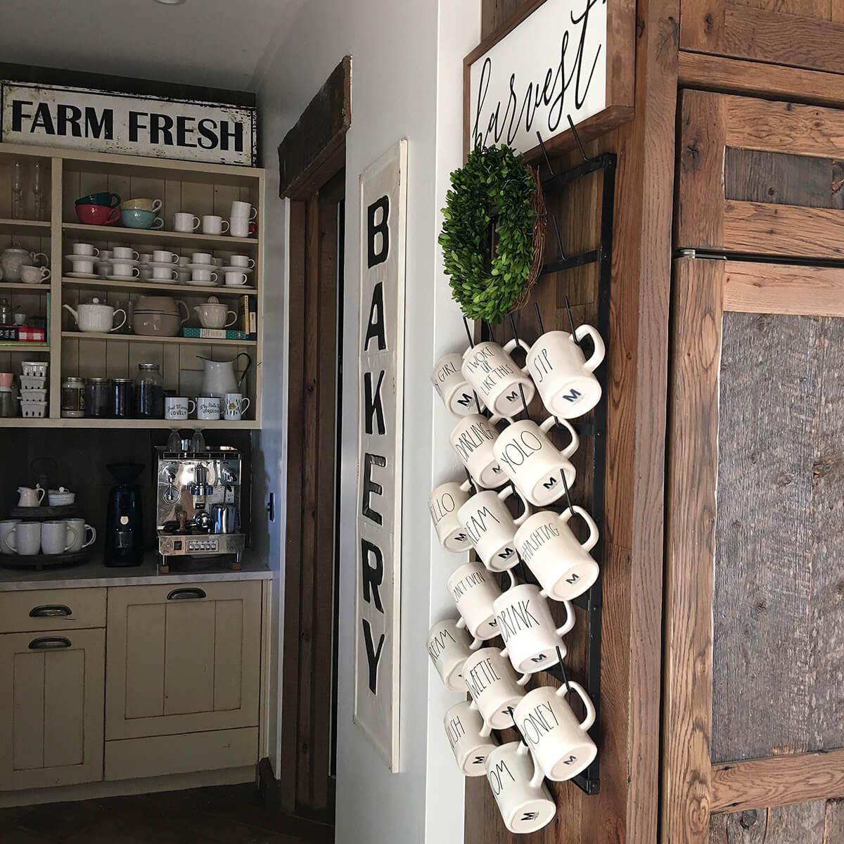 Wall Mounted Mug Rack with Wreath