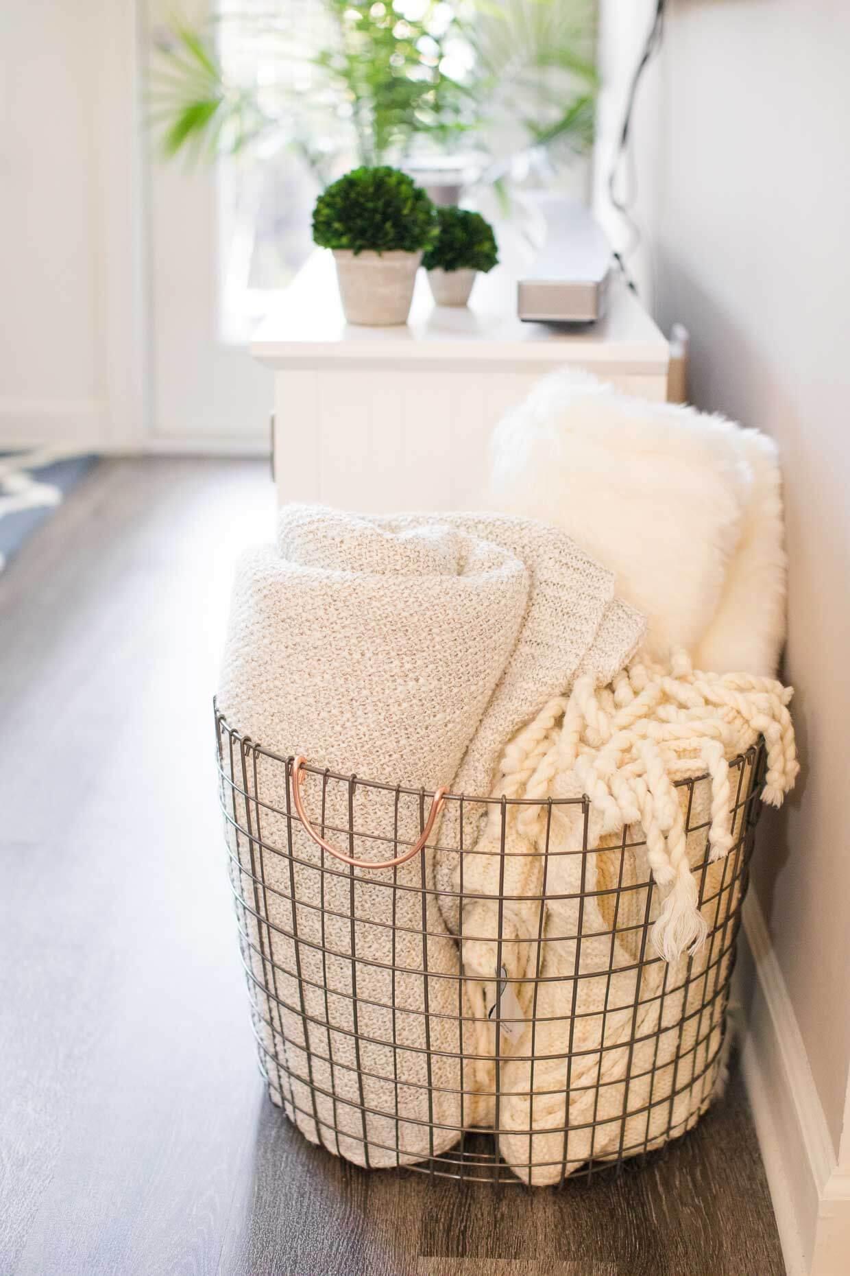 Lightweight Wire Guest Bedding Tote