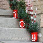 10-joyful-steps-christmas-door-decorations-homebnc