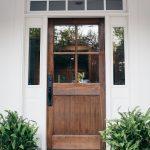 11-farmhouse-front-door-ideas-homebnc