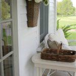11-porch-wall-decor-ideas-homebnc