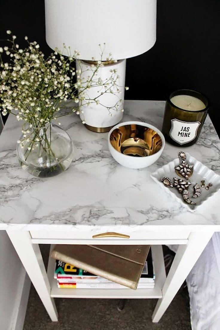 White Marble-top Creates a Clean Feel