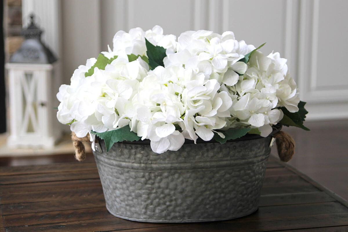 Simple and Crisp Floral Display