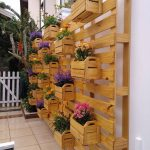 13-mix-and-match-baskets-full-of-blooms-vertical-gardens-homebnc