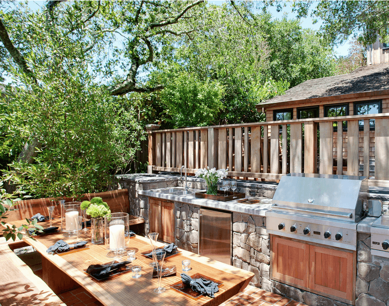 Outdoor Kitchen with Built-In Grill and Sink