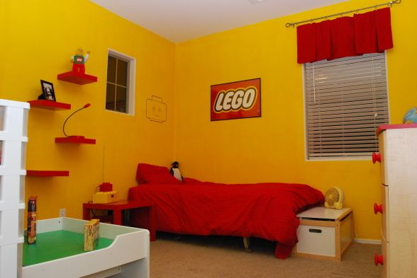 A Simple Yellow LEGO Room