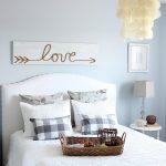 14-diy-pallet-signs-ideas-homebnc