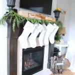 14-farmhouse-mantel-decor-ideas-homebnc