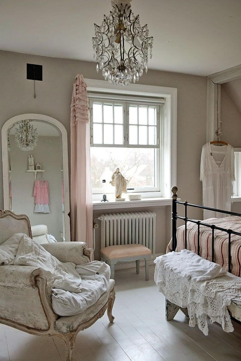 Shabby Versailles-Inspired Bedroom