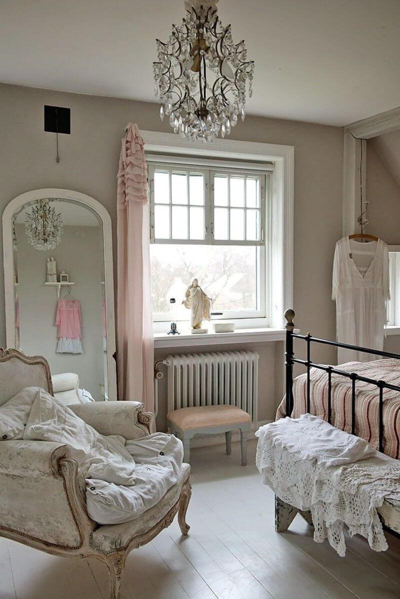 Shabby Versailles-Inspired Bedroom