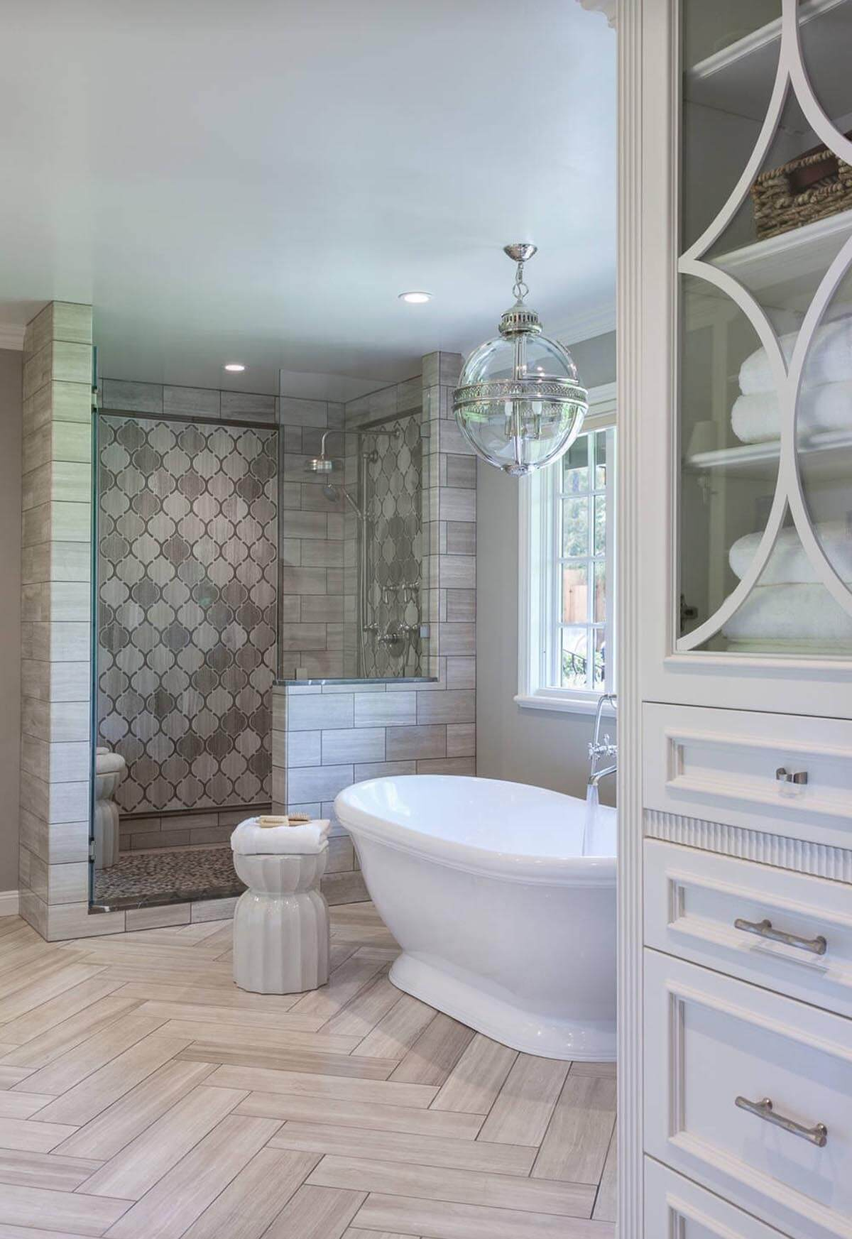 High-Rise Palace Ivory Shower Tile Ideas