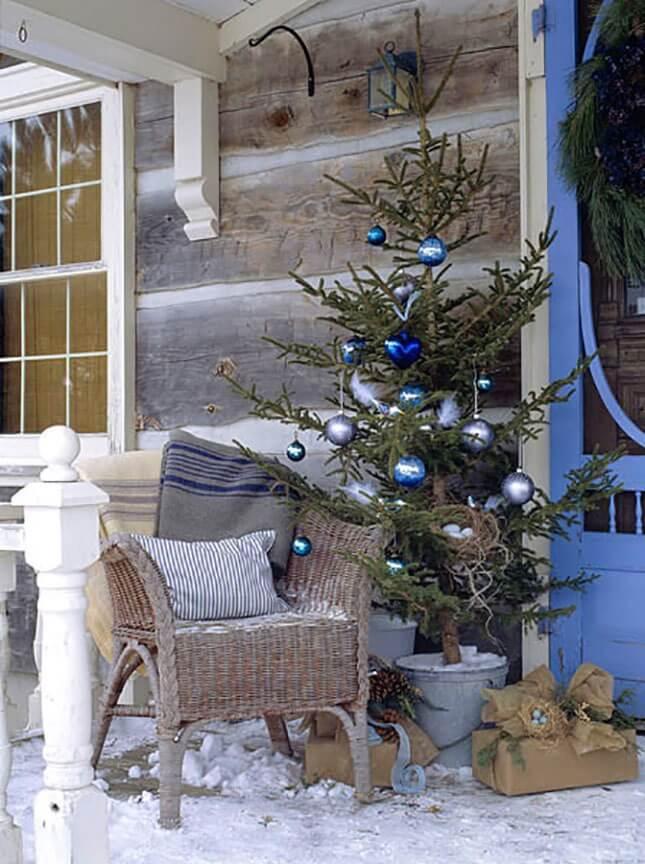 Minimalist Globe Ornament Patio Tree